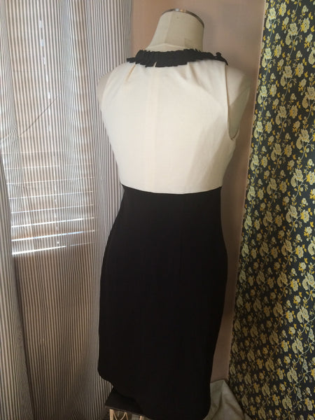 JUST TAYLOR - super chic// cream & black// sheath dress// florettes/ elegant