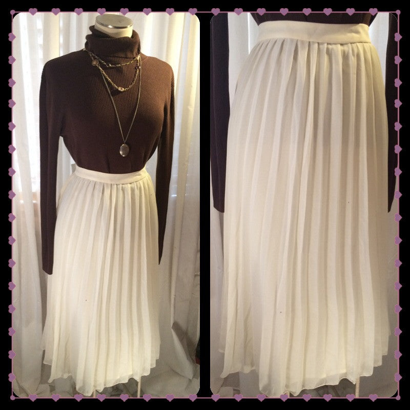 Pleat Your Case - ASOS// CURVE// womens plus size pleated skirt// cream maxi skirt// wedding// romantic