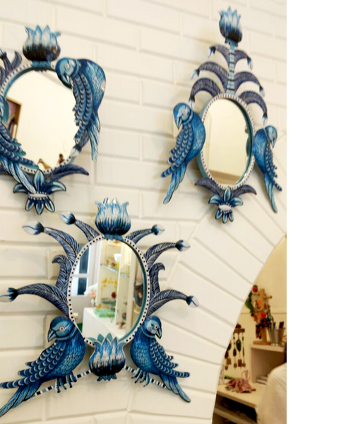 Los Loros mirrors at Crazy Daisy