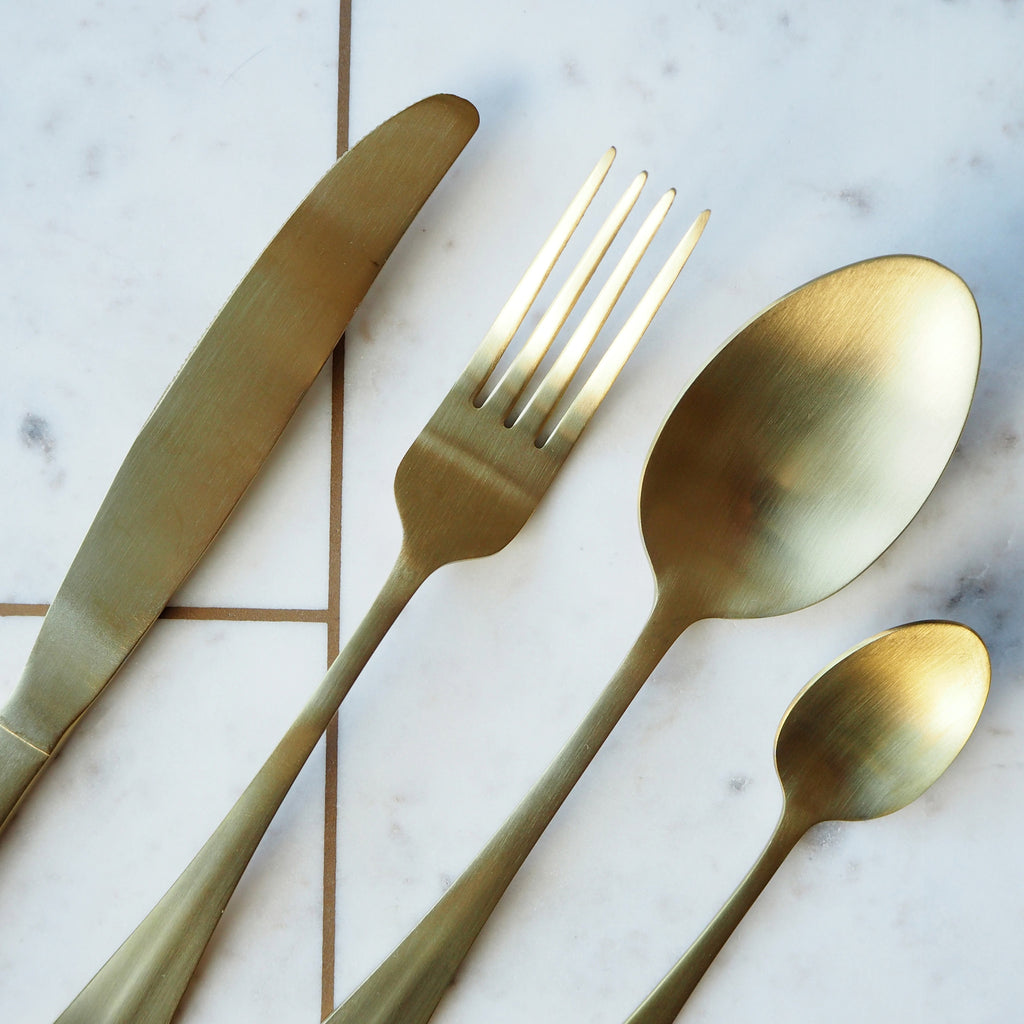 GOLD CUTLERY 16 PIECE SET