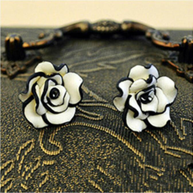 1 Pair Fashion Lovely Flower Ear stud Delicate White Black Floral Push Back Women Earrings Piercing Earring - Deals Blast