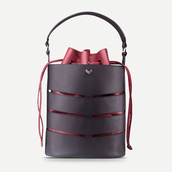 Functional compartmented leather bucket handbag