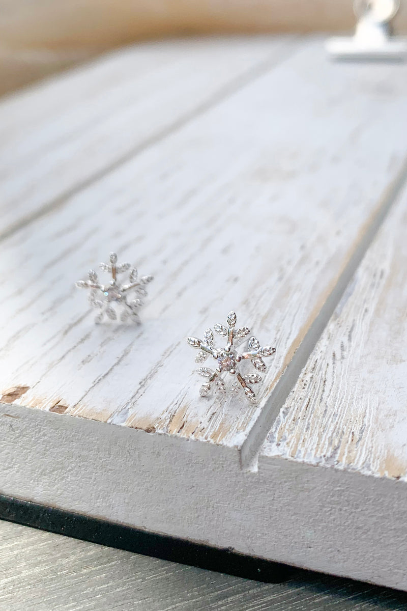 Silver Snowflake studs earrings / Bridal Party Gifts