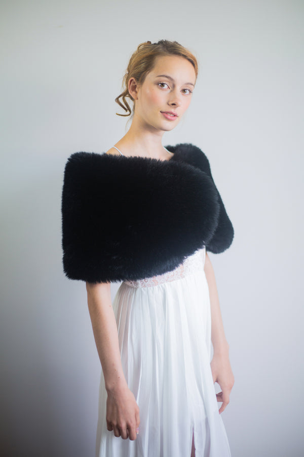 Black Faux Fur Wrap (Serena Blk01)
