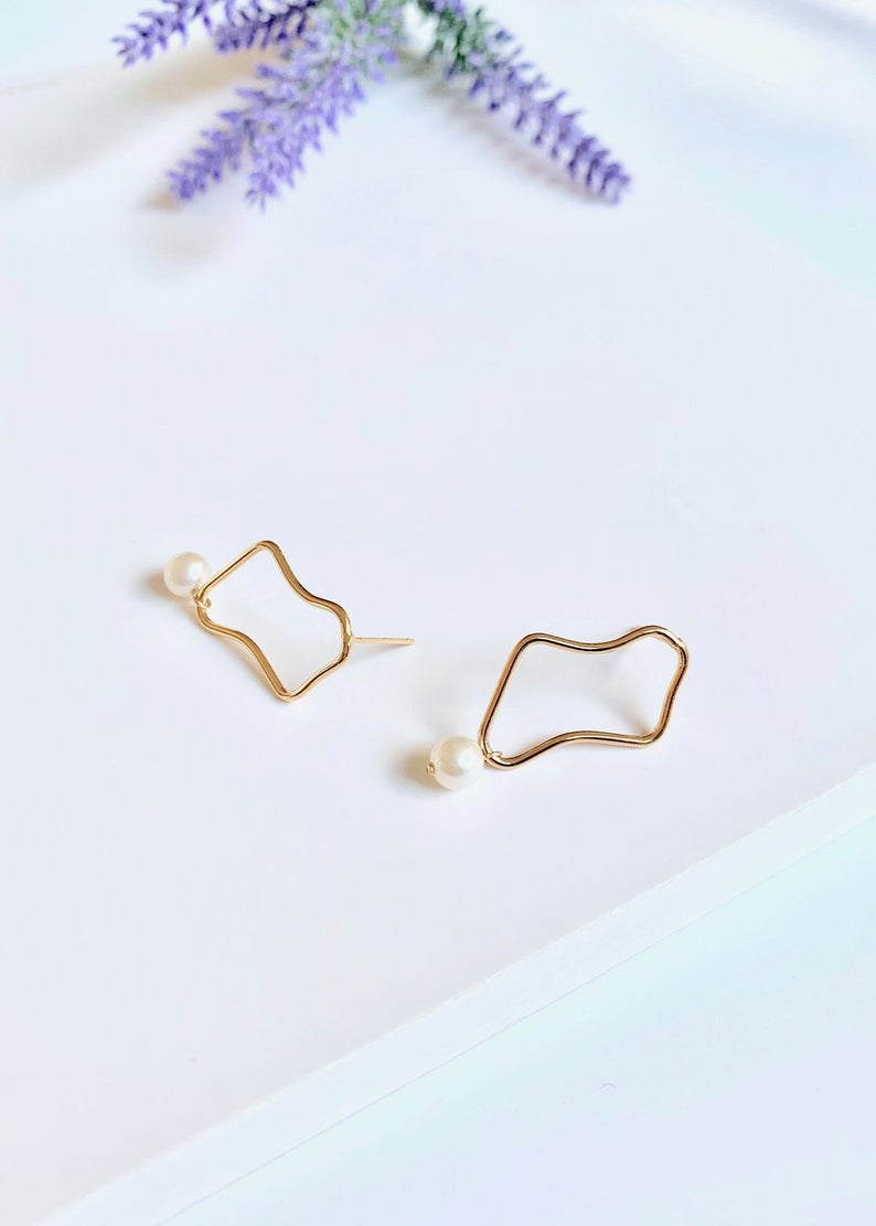 14K Gold Filled / Freshwater Pearl Drop Minimalist Earrings / Bridal Party Gifts