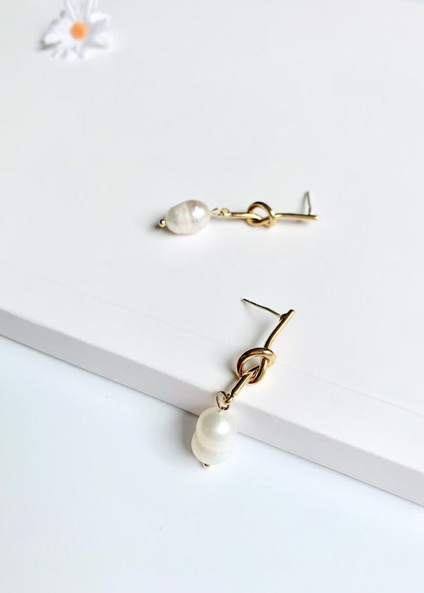 14K Gold Knot / Baroque Pearl Handmade Drop Earrings / Bridal Party Gifts