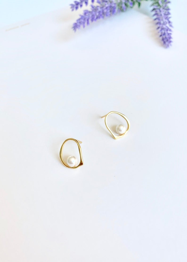 Pearl Studs Earrings / 14K Gold / Bridal Party Gifts