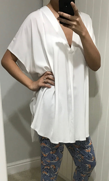 Off White Oversize V-Neck Top with Dipped Hem by MOUTAKI - SWALK Fashion