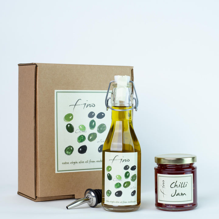 SPANISH OLIVE OIL AND CHILLI JAM GIFT BOX WITH CHROME POURER