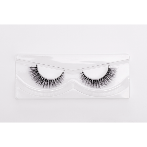 Au Natural are light volume lashes, designed with the perfect length and soft curl, to enhance your own beauty without giving a false lash look. They blend in seamlessly with your lash line and suit all eye shapes. Au Natural is a good starter lash for someone who has never tried lashes before.