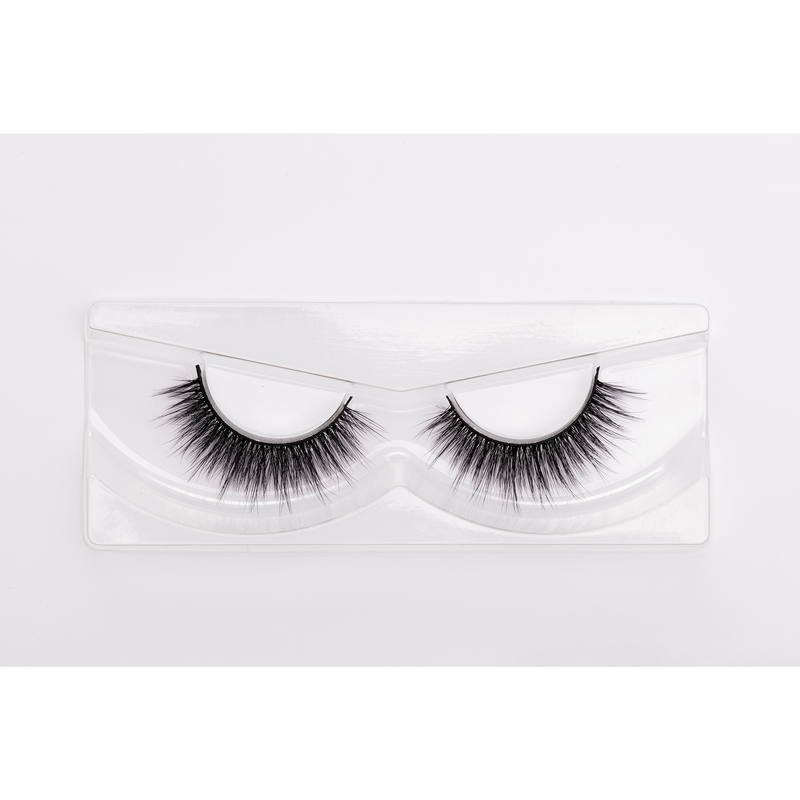 Beautiful Embrace is designed with extra lash length in the centre, creating an eye-lifting effect. These wispy lashes are luxurious, and add medium volume. They are a great choice for Asian eyes, small eyes, and hooded eye lids.