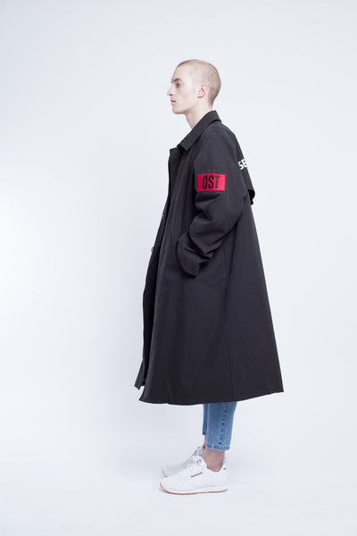 OST konzept Fall Winter 2016-17 black balloon coat with patch and script on the back: KEINE SEINSVERGESSENHEIT look1. Eastern european progressive trash fashion. Heidegger. No forgetfullness of being.