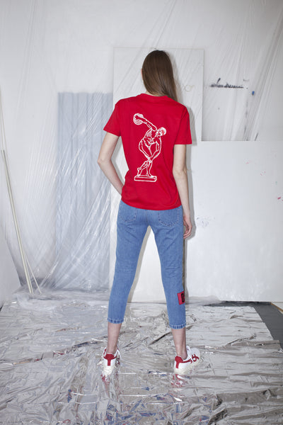 OST konzept Spring Summer 2017 womens red discobolus t-shirt look1. Eastern european progressive trash fashion. Discos thrower.