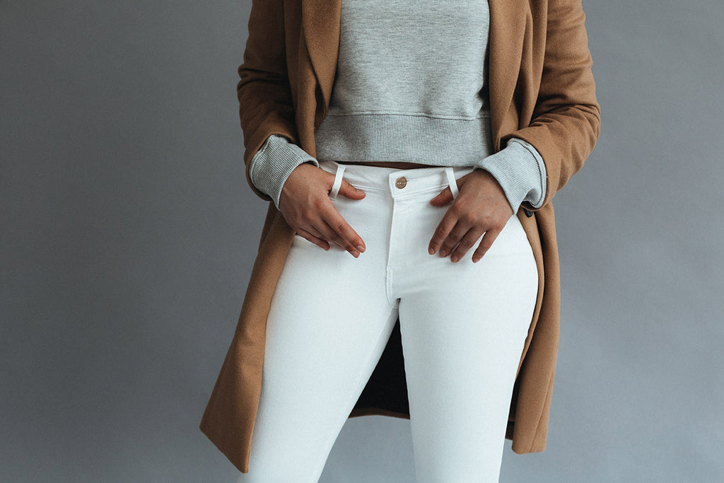 5 Ways How To Wear White Denim Jeans in the Fall