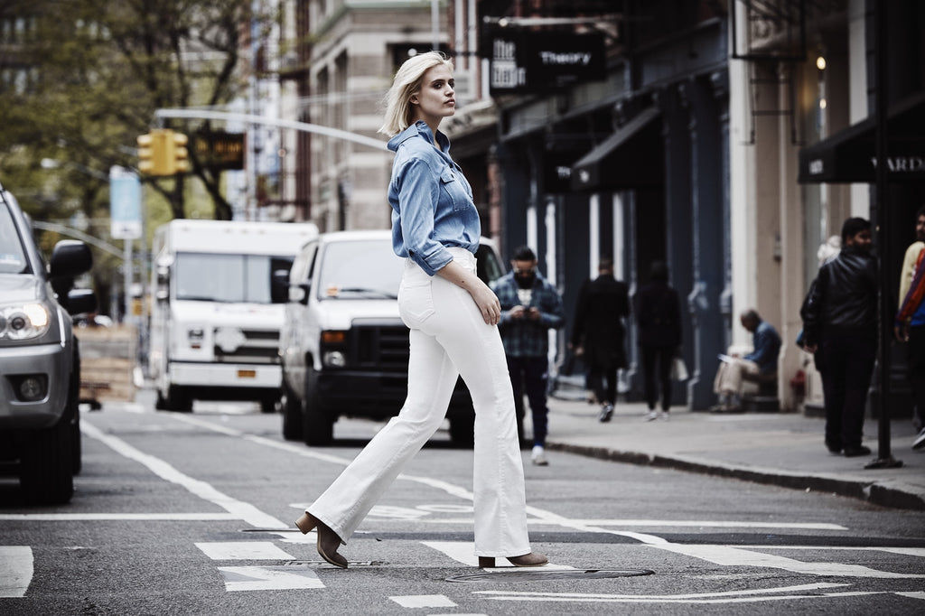 how to wear white denim jeans in the fall Coco Cooper