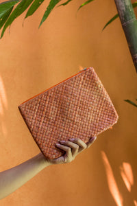 SUMMER ESSENTIALS CLUTCH