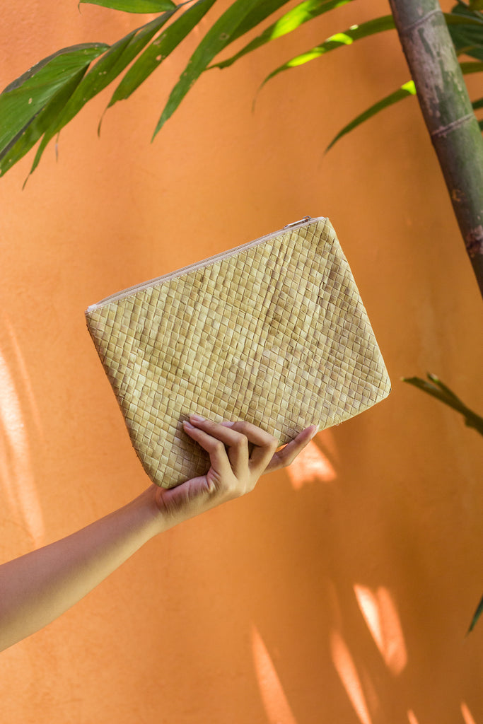 SUMMER ESSENTIALS Square Clutch
