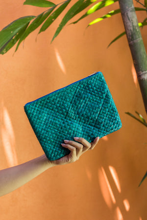SUMMER ESSENTIALS CLUTCH - Island Girl