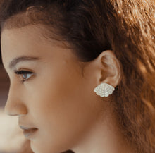 Load image into Gallery viewer, ARIEL Mother of Pearl Clamshell earrings - Island Girl