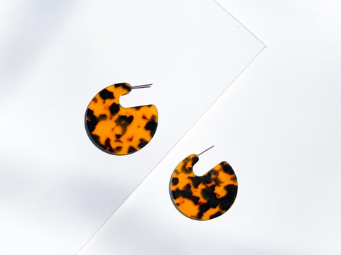 Tortoiseshell Emerald Disc Resin Earrings