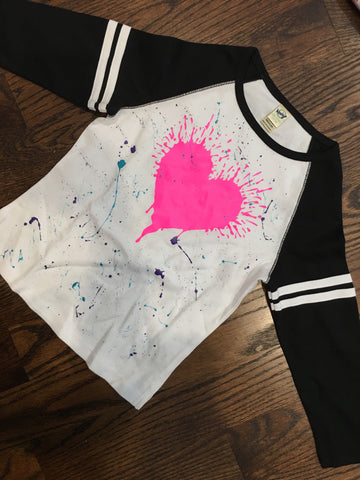 Stripe raglan with pink splatter heart-size 7/8
