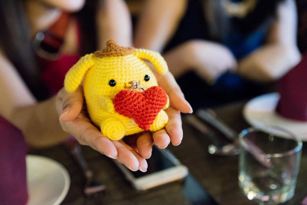crochet crocheting knit knitting pompompurin amigurumi wedding proposal diamond ring holder