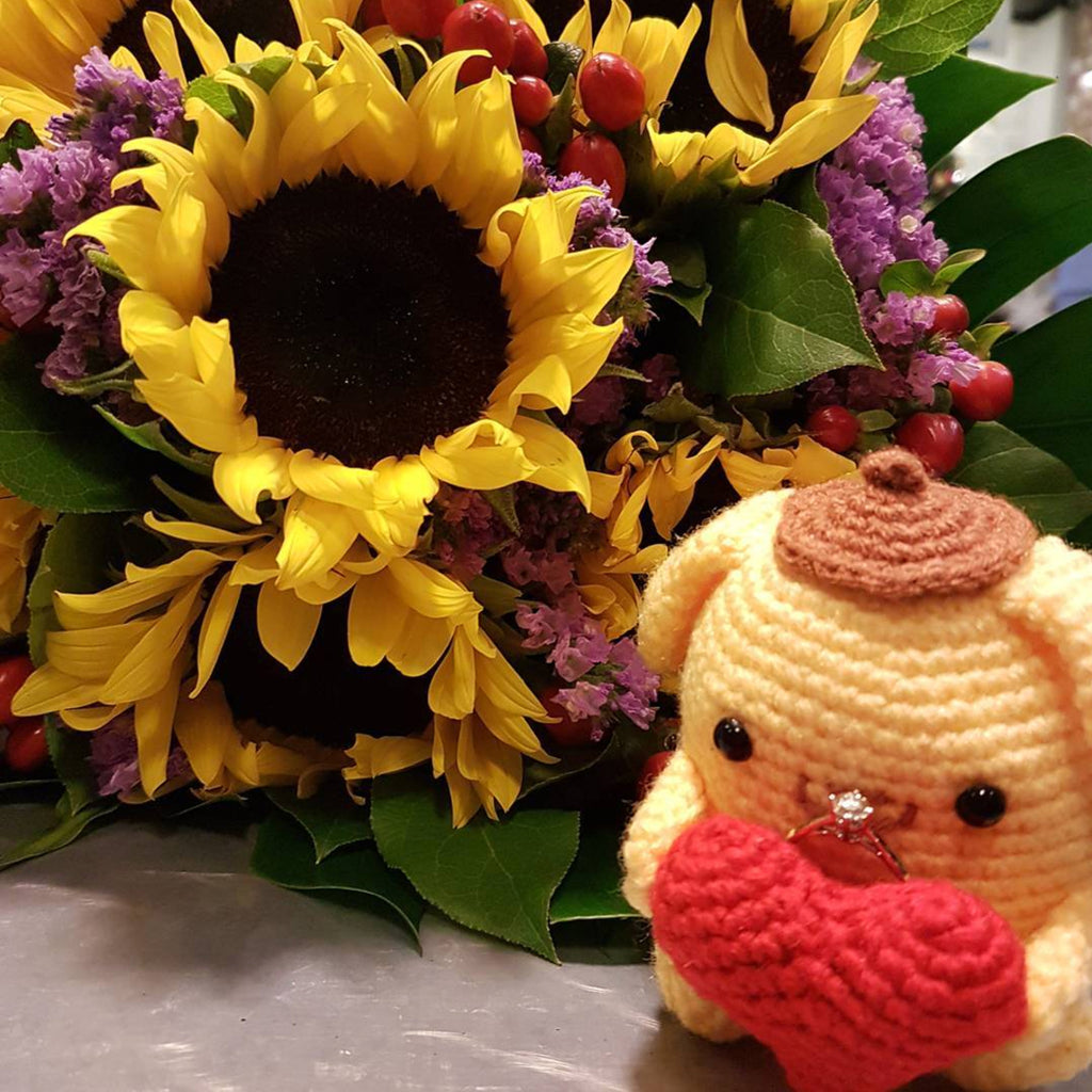crochet crocheting knit knitting pompompurin amigurumi wedding proposal ring holder