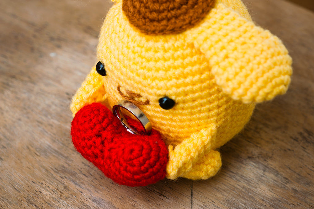 crochet crocheting knit knitting pompompurin amigurumi wedding proposal ring holder heart love