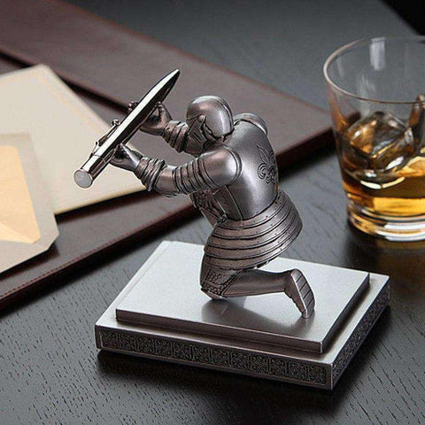 Bowing Knight Desktop Pen Holder - The Gadget Junkie