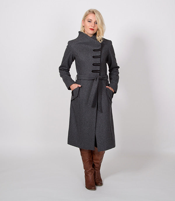 Womens Winter Coat in Grey | It can be tied up, how Christian prefers it | Lushington Jackets