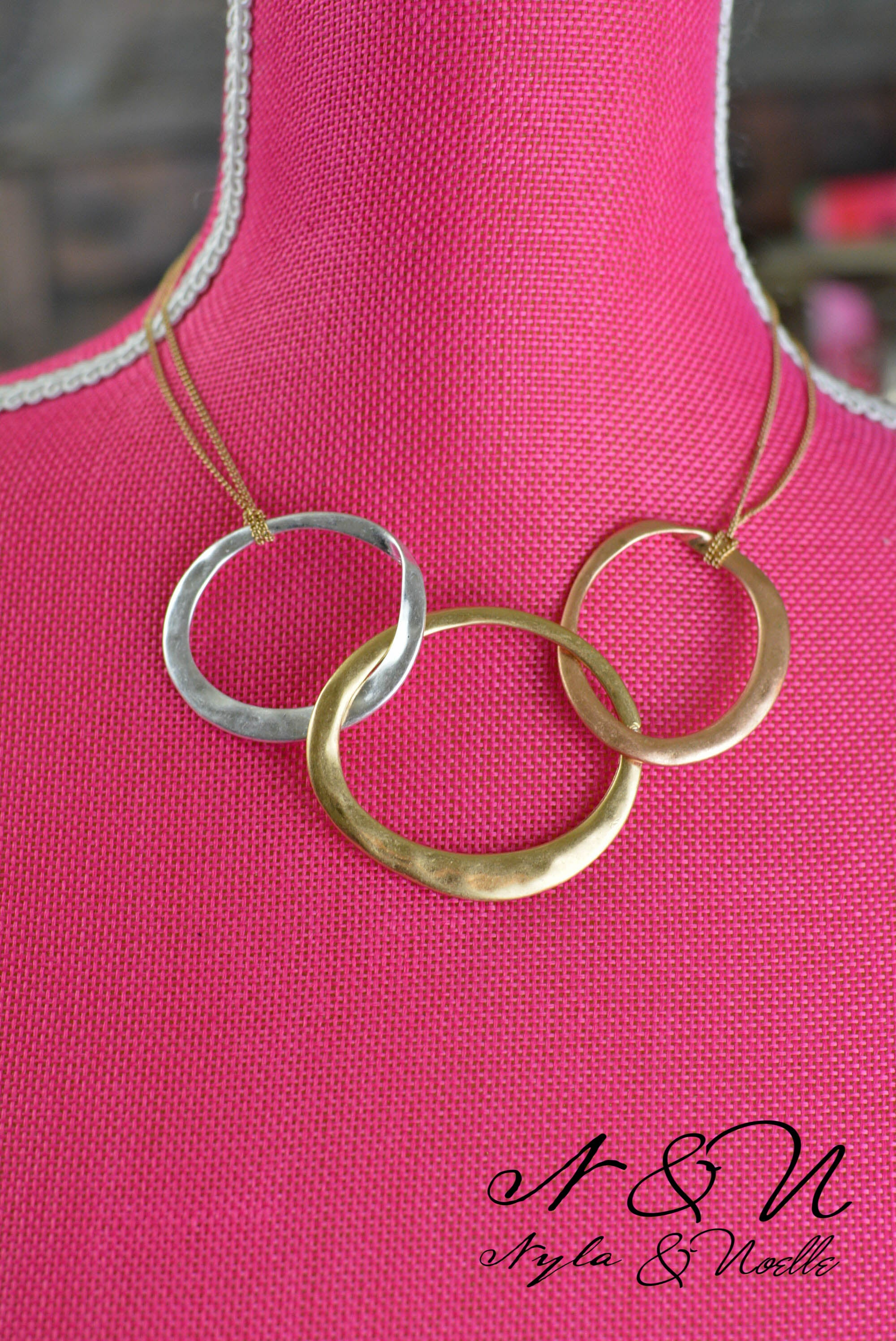 VALYRIA - Three Ring Necklace and Earring Set