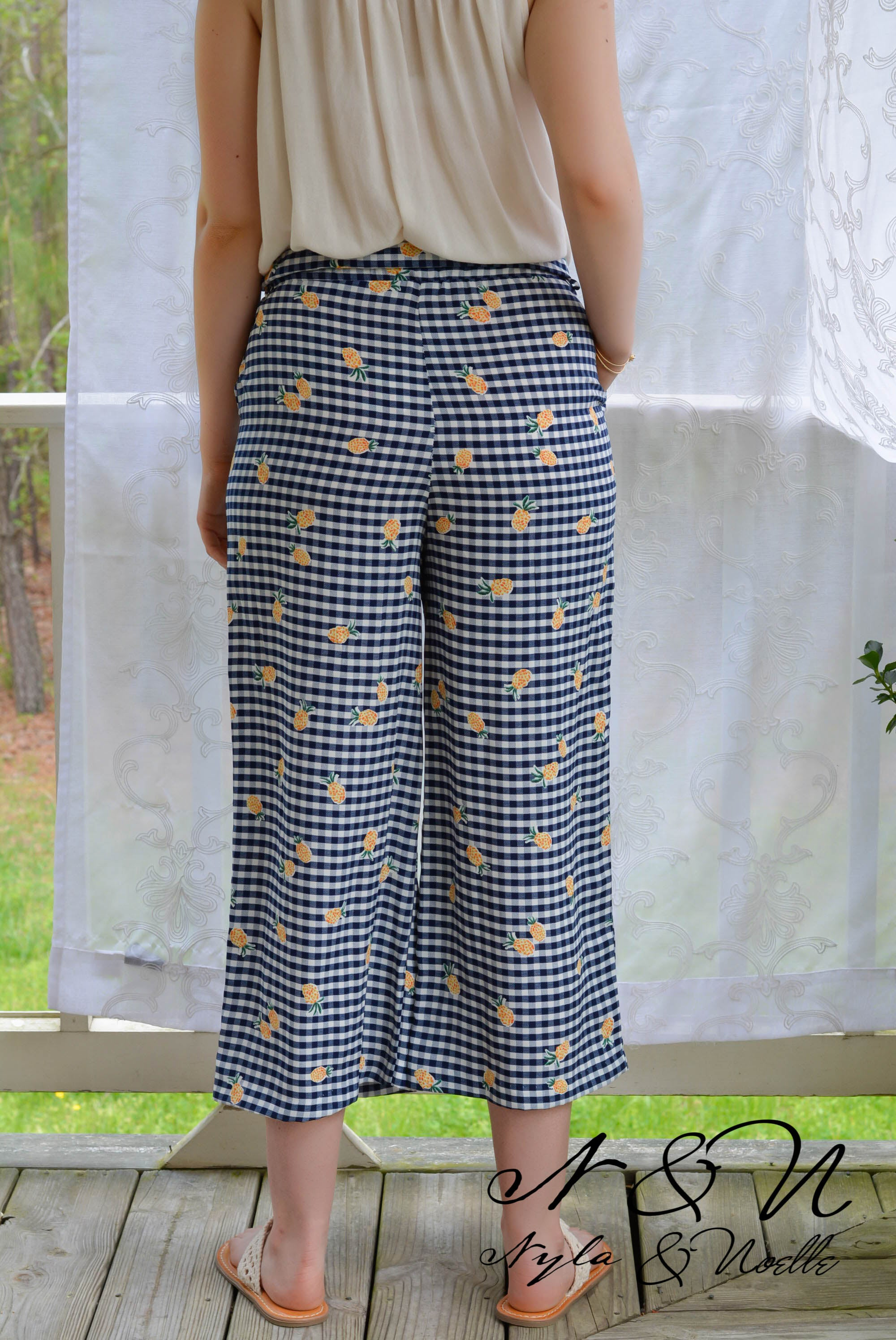 PINEAPPLE EXPRESS - Pineapple Print Crop Palazzo Pants with Ruffle Waist