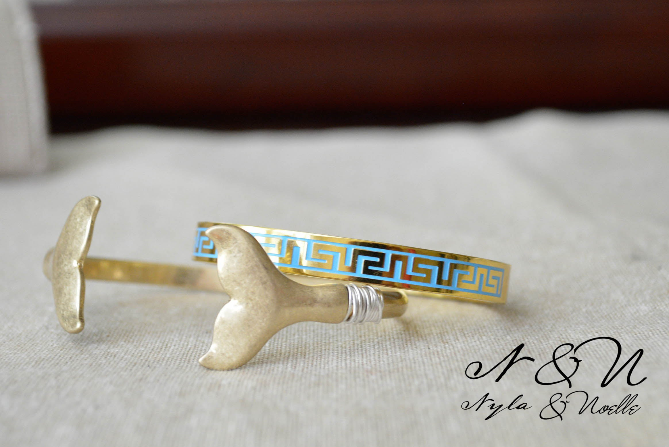 AQUA CLOISONNE - Stainless Steel Clam Shell Bangle