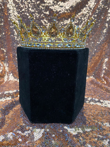 Full gold crown with both gold and clear stones