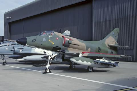 A-4SU 957 Singapore AF/150Sqdn at Cazaux May-00