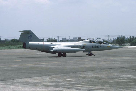 TF-104G 4194/63-8468 Rep of China AF/5thTFW Aug-96