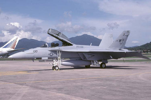 F/A-18F 165802/NJ-130 USN/VFA-122 Oct-01