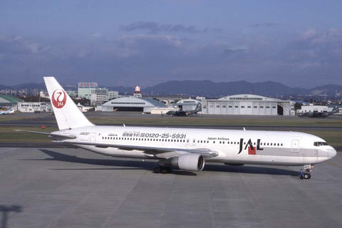 B.767-300 JA8267 Japan Airlines Nov-96 - Logo jet!