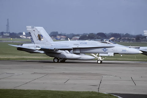 F/A-18C 165200/AB-300 USN/VFA-82 Sep-98 - CAG bird