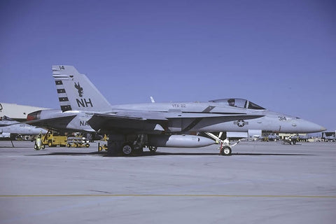 F/A-18C 164012/NH-314 USN/VFA-22 May-00