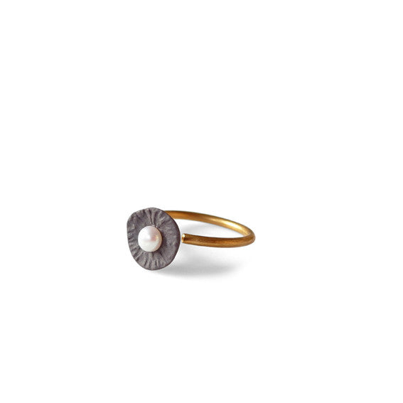 Ring pearl  /  Charcoal