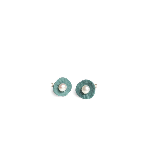 Studs pearl  /  Dusty green