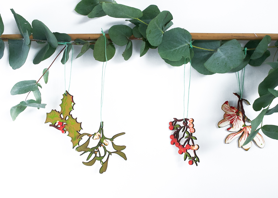 Pack Of Four Wooden Winter Foliage Decorations