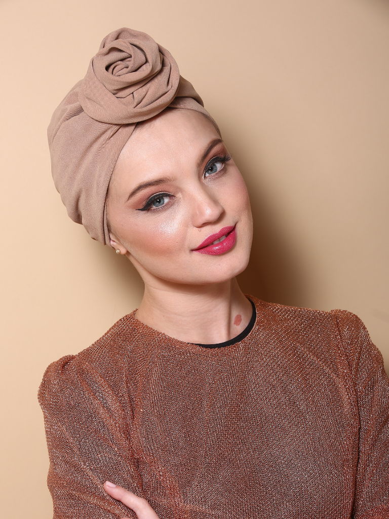 Flower turban in Beige
