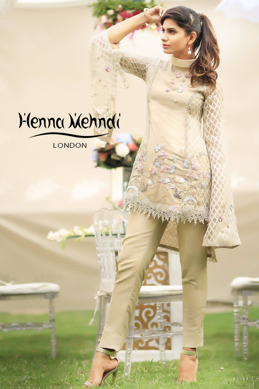 Beige 3D Flower Embroidered & Accessorised Outfit