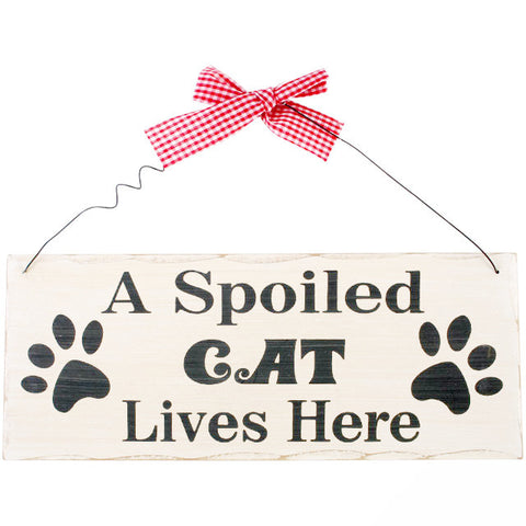 "Houten tekstbord met quote over katten ""A spoiled cat lives here"""