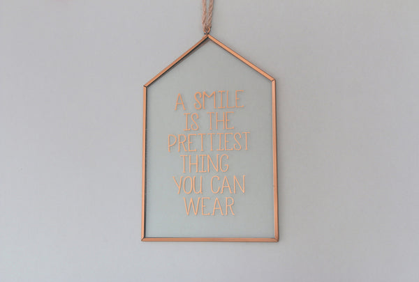 Hanging plaque decoration for the home