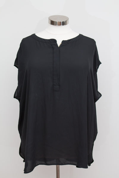 Ava & Viv Black Short Sleeve Top With Gold Zipper Detail - Size 4X
