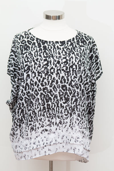Ava & Viv - Black & White Animal Print Short Sleeve Top - Size 4X