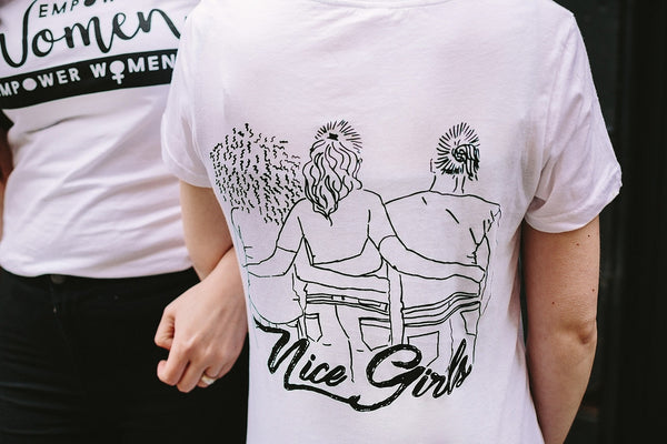 NICE GIRLS T-SHIRT IN WHITE